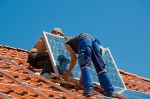 Montieren von Photovoltaik Modulen
